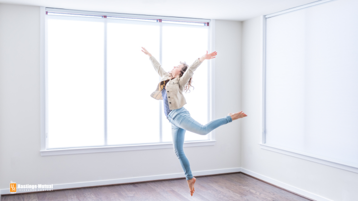 Like this, but less dancing (woman dancing in empty appratment)